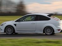 Ford Focus sur le circuit Lurcy-Levis